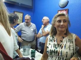De costadillo Arantza observa a José Mª y Paul, en primera línea Tere